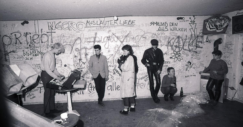 B-film: strast i zvuk Zapadnog Berlina (1979–1989)